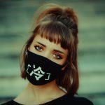 Zabraňte těmito tipy péči o pleť nepříjemnému akné z masky